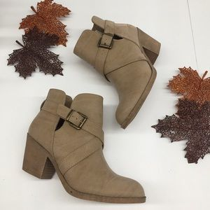 Rocket Dog women's 8 Tan Ankle Boots Booties